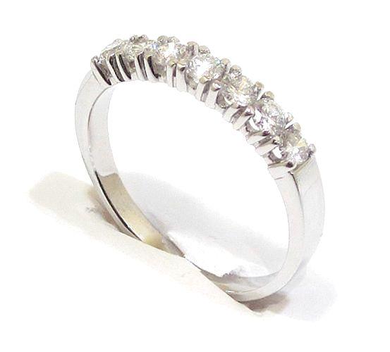 Anillo alianza oro blanco 18k con diamantes en garras