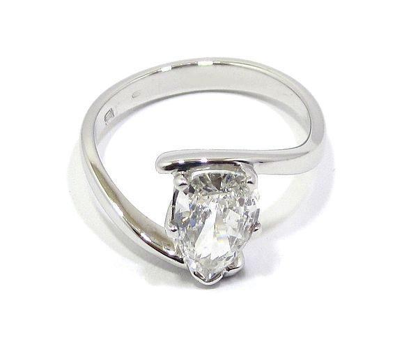 Anillo solitario oro blanco con diamante talla pera