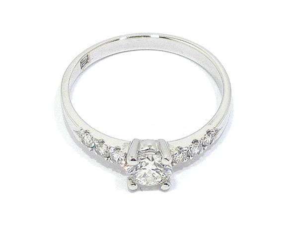 75cdfc84c364 Anillo solitario oro blanco 18K diamantes 4 garras - Bueno Joyeros