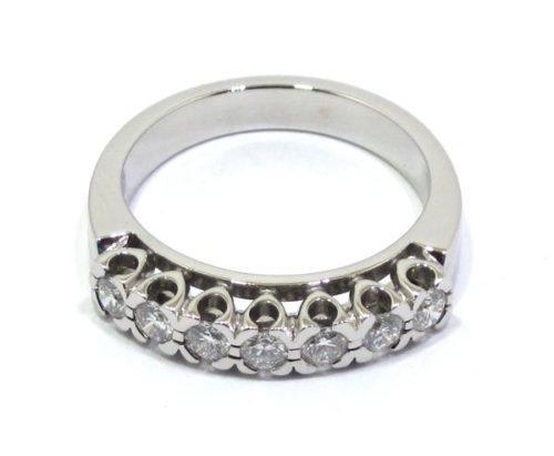 Alianza de oro blanco 18k con 7 diamantes en corona