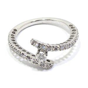 Anillo de oro blanco con 24 diamantes y diamante solitario
