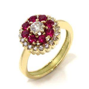 Anillo oro amarillo 18K con diamantes y orla de rubíes