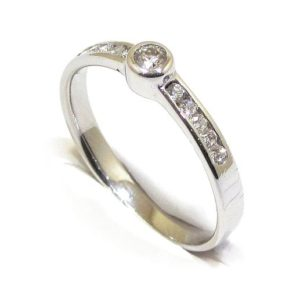 Anillo solitario oro blanco 18k con diamantes talla brillante